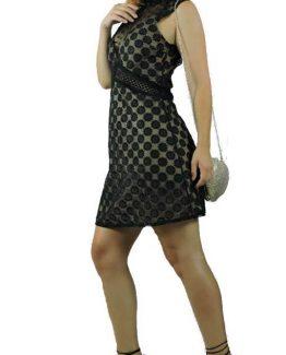 Φόρεμα μακρυ με εθνικ σχέδια, κοντομάνικο με καμπάνα μανίκι. Ένα υπέροχο φόρεμα που μπορεί να συνδυαστεί μοναδικά απο το πρωί ως το βράδυ. Τελειος συνδυασμός είναι με παπούτσια ψηλοτάκουνα ειδικά για τις βραδινές σας εμφανίσεις, ενώ απο τσάντες επιλέξτε μια μικρή.