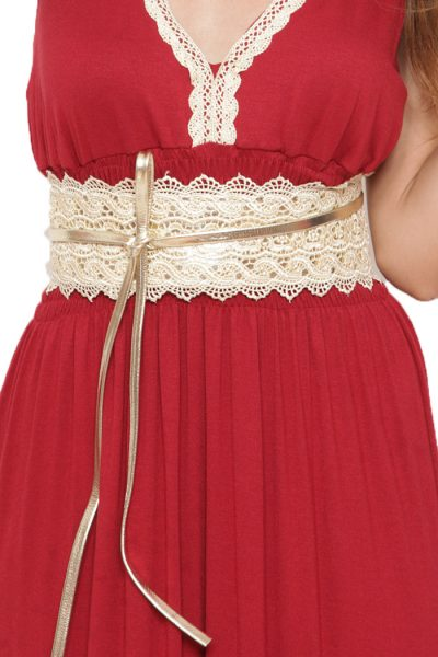 ΖΩΝΗ ΔΑΝΤΕΛΑ Ζώνη από δαντέλα σε εκρού χρώμα και χρυσό σχοινί στο τελείωμα για να δένει. Οι γυναικείες ζώνες αποτελούν ένα από τα βασικά αξεσουάρ στο ντύσιμο μιας γυναίκας. Η ζώνη από δαντέλα μπορεί να φορεθεί όλη την ημέρα και να συνδυαστεί με πολλά γυναικεία ρούχα από ένα τζιν παντελόνι μέχρι και ένα μακρύ φόρεμα. Ένας υπέροχος συνδυασμός είναι με ενα μακρύ ή και κοντό φόρεμα σε έντονο χρώμα και χρυσά αξεσουάρ.