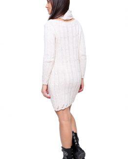 Φόρεμα Πλεκτό Με Κασκόλ, μακρυμάνικο, σε άνετη γραμμή και σε εκρού χρώμα. Φόρεμα άνετο, κοντό, με κλασσική πλέξη να το διακοσμεί και να αναδεικνύουν την θυληκότητα της γυναίκας. Ένα casual αλλά ταυτόχρονα και σικΦόρεμα Πλεκτό Με Κασκόλ που μπορεί να φορέθει όλες τις ώρες της ημέρας και να σας βγάλει ασπροπρόσωπες. Συνδυάστε το φόρεμά σας με τις ψηλοτάκουνες μπότες σας που φτάνουν πάνω από το γόνατο και ταιριάξτε το με ένα δερμάτινο μπουφάν για μια σικ βραδινή εμφάνιση. Από τσάντες επιλέξτε μια τσάντα φάκελο και σίγουρα θα ολοκληρώσετε το σύνολο σας με ένα μακρύ κολιέ. Για μια εναλλακτική εμφάνιση μπορείτε να συνδυάσετε τοΦόρεμα Πλεκτό Με Κασκόλ με τα ψηλοτκάνουνα μποτάκια σας από πανωφόρι μπορείτε να επιλέξετε να το συνδυάσετε με ένα μακρύ γιλέκο ή ένα μακρύ παλτό. Από τσάντες επιλέξετε μια μικρή που κρεμιέται και μην ξεχάσετε το αξεσουάρ σας που θα απογειώσουν το ντύσιμό σας.