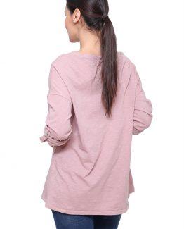 ΜΑΚΡΥΜΑΝΙΚΗ ΜΠΛΟΥΖΑ ΦΑΡΔΙΑ Μπλούζα Μονόχρωμη Φαρδιά, μακρυμάνικη, με διακοσμητική τσέπη και σε ροζ χρώμα. Μπλούζα μακρυμάνικη σε ροζ χρώμα και σε ριχτή γραμμή. Μια βολική χειμωνιάτικη μπλούζα που δεν πρέπει να λείπει από την ντουλάπα σας καθώς μπορεί να συνδυαστεί άψογα με πολλά γυναικεία ρούχα για ένα casual χαλαρό ντύσιμο. Για μια πρωινή εμφάνιση στη δουλειά μπορείτε να συνδυάσετε τηνΜπλούζα Μονόχρωμη Φαρδιά με ένα υφασμάτινο παντελόνι σε συνδυασμό με τις γόβες σας και από τσάντες μια oversized. Ολοκληρώστε το look σας με ένα μακρύ παλτό. Για μια εναλλακτική βραδινή πιο casual εμφάνιση επιλέξτε να συνδυάσετε την Μπλούζα Μονόχρωμη Φαρδιάμε ένα τζιν παντελόνι και τα χειμερινά σας μποτάκια. Από πανωφόρι επιλέξτε ένα oversized jacket και από τσάντες μια μικρή που κρεμιέται.