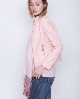 ΜΠΟΥΦΑΝ ΔΕΡΜΑΤΙΝΟ Δερμάτινο Μπουφάν Ροζ χρώμα, με τσέπες και φερμουάρ για να κλείνει. Βρείτε Δερμάτινο Μπουφάν, σε δροσερά και παστέλ χρώματα και δημιουργήστε υπέροχα ανοιξιάτικα σύνολα που θα σας φτιάξουν την διάθεση. Το μπουφάν κλείνει με φερμουάρ και η γραμμή του είναι εφαρμοστή. Ένα γυναικείο μπουφάν που δεν πρέπει να λείπει από την ντουλάπα καμίας γυναίκας καθώς μπορεί να συνδυαστεί με πολλά γυναικεία ρούχα και όλες τις ώρες της ημέρας! Για μια πρωινή εμφάνιση συνδυάστε το Δερμάτινο Μπουφάν Ροζ σας με ένα τζιν skinny παντελόνι, με ένα μακρύ ασύμμετρο πουκάμισο, με τα ίσια σας μπαρετάκια και από τσάντες επιλέξτε μια backpack. Εναλλακτικά για ένα βραδινό σύνολο προτιμήστε να επιλέξετε να συνδυάσετε το Δερμάτινο Μπουφάν Γυναικείο σας με κοντό φόρεμα σε συδνυασμό με τις ψηλοτάκουνες γόβες ενώ από τσάντες επιλέξτε μια μικρή που κρεμιέται.