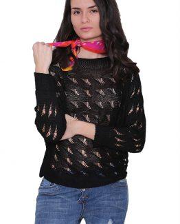 Μπλούζα Πλεκτή Μαύρη, με μανίκια σε στυλ νυχτέριδας και με αραιή πλέξη. Μπλούζα πλεκτή σε μαύρο χρώμα και σε ριχτή γραμμή. Μια βολική ανοιξιάτικη μπλούζα που δεν πρέπει να λείπει από την ντουλάπα σας καθώς αποτελεί Must Ηave ρούχο και μπορεί να συνδυαστεί άψογα με πολλά γυναικεία ρούχα για ένα casual ντύσιμο. Για μια πρωινή εμφάνιση στη δουλειά μπορείτε να συνδυάσετε την Μπλούζα Πλεκτή Μαύρη, μαζί με μια λευκή μπλούζα από μέσα μαζί με ένα υφασμάτινο παντελόνι μονόχρωμο σε συνδυασμό με τις γόβες σας και από τσάντες μια oversized. Ολοκληρώστε το look σας με ένα δερμάτινο μπουφάν. Για μια εναλλακτική βραδινή πιο casual εμφάνιση επιλέξτε να συνδυάσετε την μπλούζα σας με ένα τζιν παντελόνι και μπαρέτες. Από πανωφόρι επιλέξτε ένα δερμάτινο μπουφάν και από τσάντες μια μικρή που κρεμιέται.