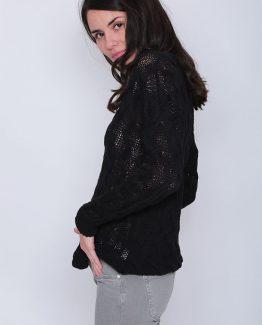 ΜΠΛΟΥΖΑ ΠΛΕΚΤΗ ΣΕ ΜΑΚΡΥ ΜΗΚΟΣ Μπλούζα Πλεκτή Μαύρη Μακριά, με μανίκια και με σχέδιο στην πλέξη. Μπλούζα πλεκτή σε μαύρο χρώμα και σε εφαρμοστή γραμμή. Μια βολική casual ανοιξιάτικη μπλούζα που δεν πρέπει να λείπει από την ντουλάπα σας καθώς μπορεί να φορεθεί ιδανική κατά την περίοδο της άνοιξης και να σας χαρίσει υπέροχα ανοιξιάτικα σύνολα. Για μια πρωινή εμφάνιση στη δουλειά μπορείτε να συνδυάσετε την Μπλούζα Πλεκτή Μαύρη Μακριά, με ένα εφαρμοστό παντελόνι μονόχρωμο σε συνδυασμό με τις γόβες σας και από τσάντες μια oversized. Ολοκληρώστε το look σας με ένα δερμάτινο μπουφάν. Για μια βραδινή εμφάνιση που θα σας βγάλει ασπροπρόσωπες επιλέξτε να συνδυάσετε την Μπλούζα Πλεκτή Μαύρη Μακριά με ένα κολάν και μπαρέτες. Από πανωφόρι επιλέξτε ένα μακρύ σακάκι και από τσάντες μια μικρή που κρεμιέται.