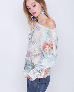 ΜΠΛΟΥΖΑ ΠΛΕΚΤΗ ΦΑΡΔΙΑ ΜΕ ΣΧΕΔΙΟ ΦΤΕΡΑ Μπλούζα Πλεκτή Vintage, με μανίκια σε στυλ νυχτέριδας, σε λευκό χρώμα και σε vintage φλοράλ. Μπλούζα πλεκτή σε λευκό χρώμα και σε ριχτή γραμμή. Μια μοντέρνα ανοιξιάτικη μπλούζα που δεν πρέπει να λείπει από την ντουλάπα σας καθώς αποτελεί το Must Ηave ρούχο της άνοιξης και μπορεί να συνδυαστεί άψογα με πολλά γυναικεία ρούχα για ένα casual χαλαρό ντύσιμο. Για μια πρωινή εμφάνιση στη δουλειά μπορείτε να συνδυάσετε την Μπλούζα Πλεκτή Vintage με ένα υφασμάτινο παντελόνι με καμπάνα σε συνδυασμό με τις γόβες σας και από τσάντες μια oversized. Ολοκληρώστε το look σας με ένα μακρύ σακάκι. Για μια εναλλακτική βραδινή πιο casual εμφάνιση επιλέξτε να συνδυάσετε την μπλούζα σας με ένα τζιν παντελόνι και μποτάκια. Από πανωφόρι επιλέξτε ένα δερμάτινο μπουφάν και από τσάντες μια μικρή που κρεμιέται.