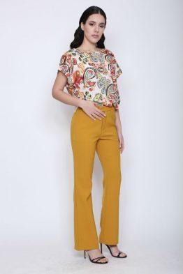 Παντελόνι Υφασμάτινο Σε Μουσταρδί χρώμα,σε ίσια γραμμή.