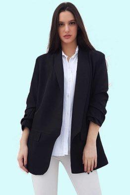 Σακάκι Oversize Σε Μαύρο Χρώμα,με φόδρα εσωτερικά και με μεγάλα πέτα .