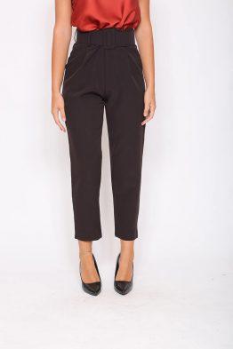 Παντελόνι Σε Ύφασμα Σε Μαύροχρώμα,σε σταθερό ύφασμα.