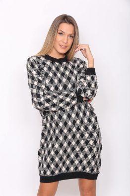 ΦόρεμαΠλεκτό Με Σχέδια Σε Μαύρο Χρώμα, σε κολλητή γραμμή.