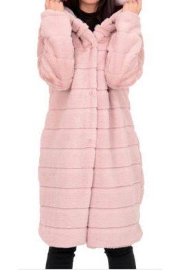 Παλτό Μακρύ Γούνινο Σε Ροζ χρώμα, σε ίσια γραμμή και κουμπώνει με κουμπί.