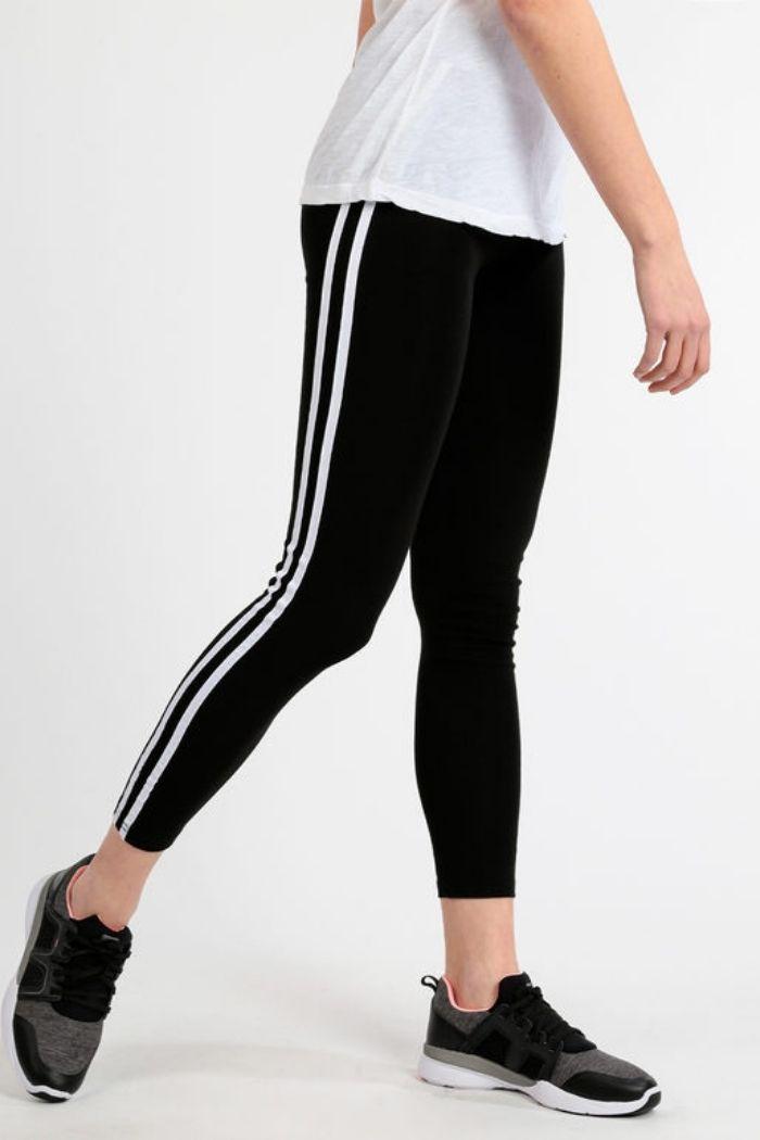 Παντελόνι Κολάν Με Ρίγα Σε Μαύρο χρώμα,σε κολλητή γραμμή .