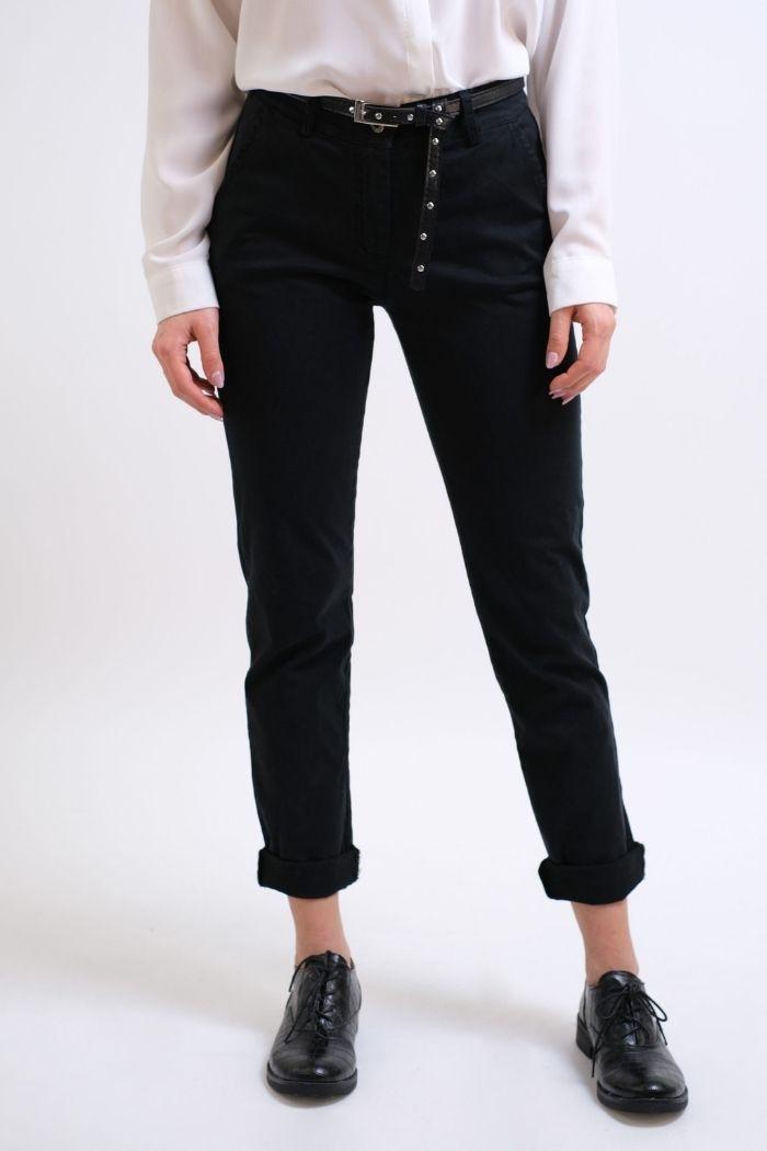 Παντελόνι Τσίνο Σε Μαύρο χρώμα,με ζώνη στην μέση.