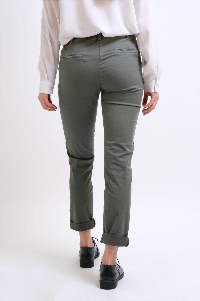Παντελόνι Τσίνο Σε Χακί χρώμα,με ζώνη στην μέση.